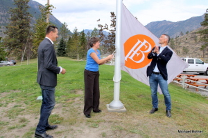 Founding partners Rolf de Bruin and Heleen Pannekoek, and Hugh Agro, Fort Berens' largest shareholder, raising the flag.